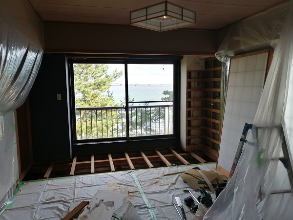 2階の部屋改装中!
